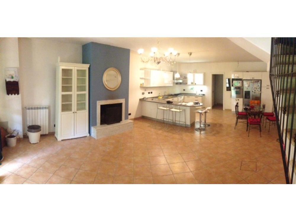 Villetta a schiera in buone condizioni in vendita Rif. 11754692