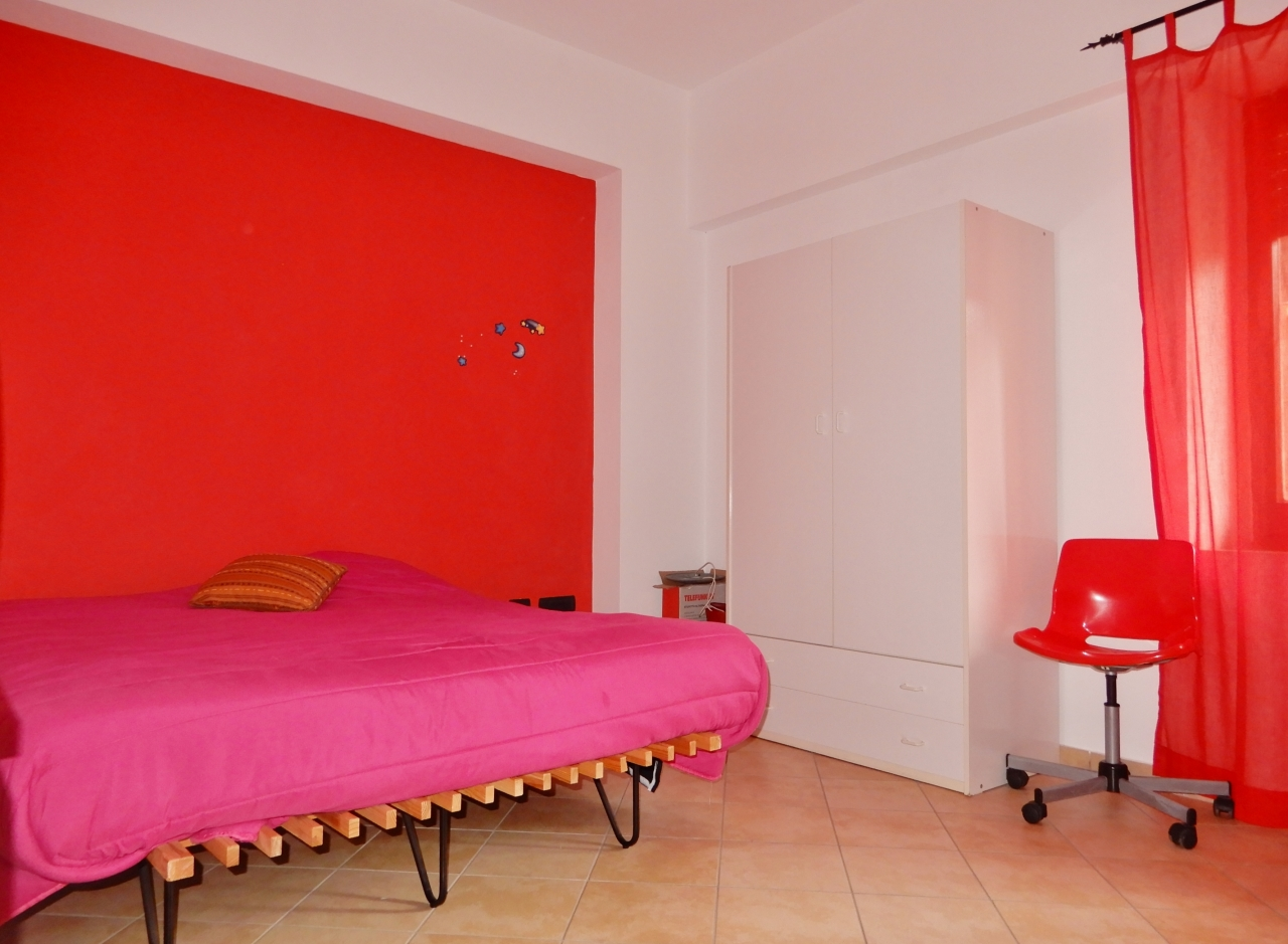 Stanza / posto letto in buone condizioni arredato in affitto Rif. 12318536