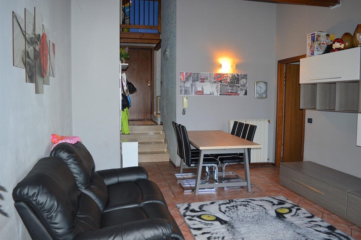 Appartamento in buone condizioni in vendita Rif. 11993126