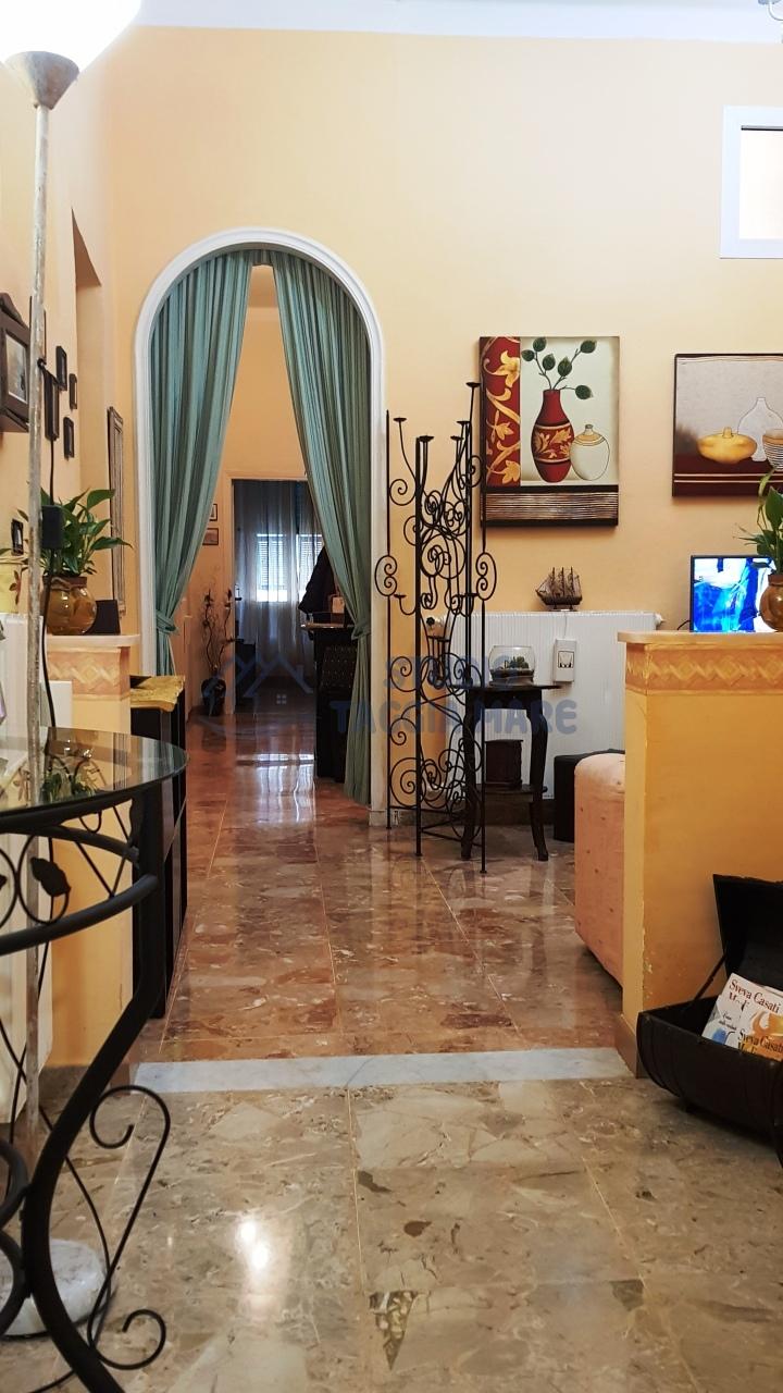 Appartamento in vendita a Taggia, 5 locali, prezzo € 149.000 | CambioCasa.it