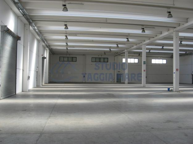 Capannone in affitto a Taggia, 1 locali, Trattative riservate | CambioCasa.it