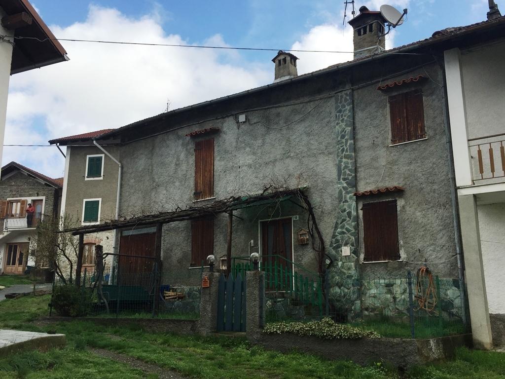 Rustico / Casale in buone condizioni in vendita Rif. 9863551