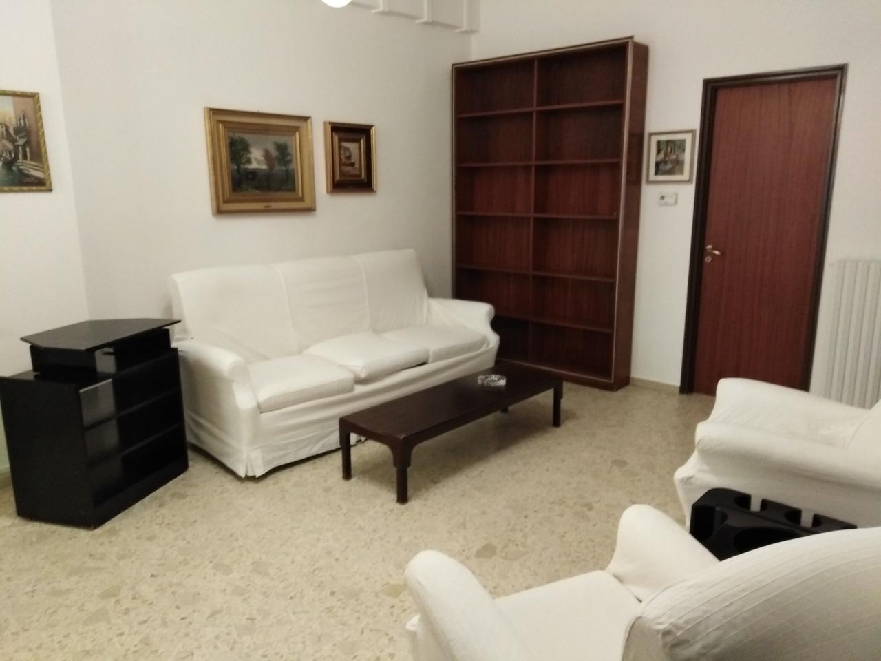 Quadrilocale in buone condizioni arredato in affitto Rif. 9268408