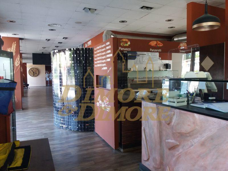 Ristorante / Pizzeria / Trattoria in vendita a Verbania, 4 locali, prezzo € 250.000   CambioCasa.it