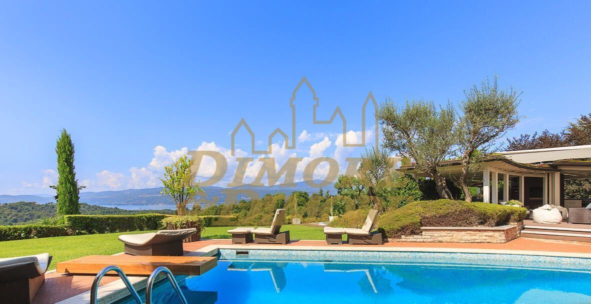 Villa arredato in vendita Rif. 10802030