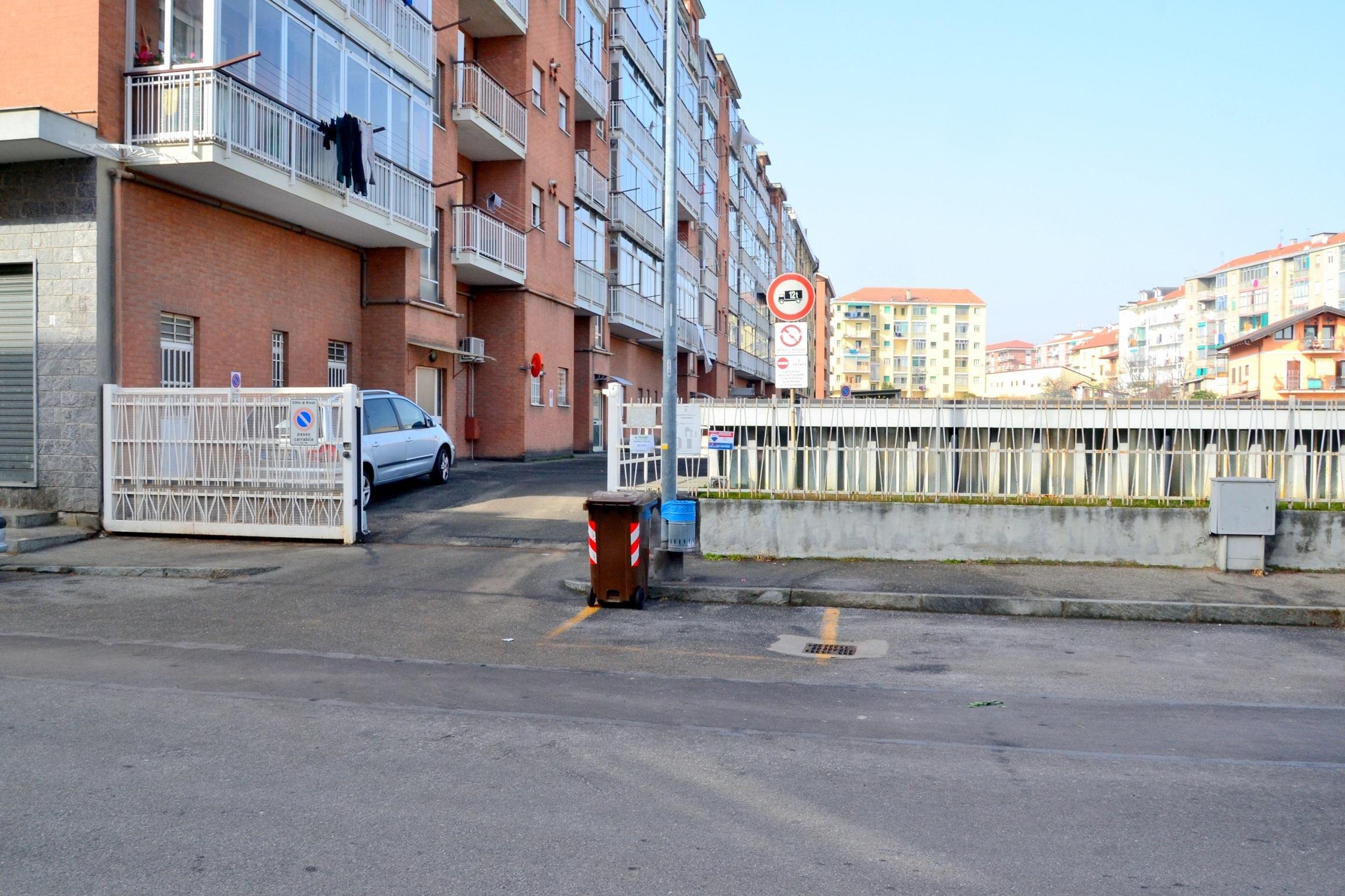 Rivoli, Piazza Repubblica. Vendesi magazzino in autorimessa