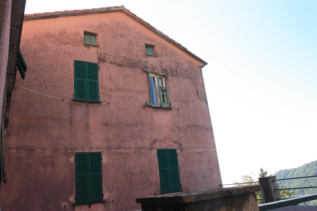 Appartamento in discrete condizioni in vendita Rif. 9209457