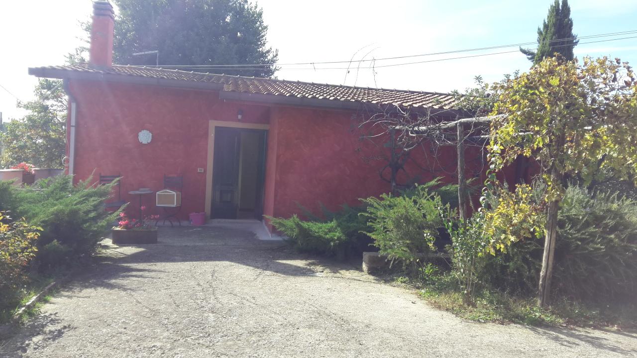 Villa in discrete condizioni in affitto Rif. 11383245