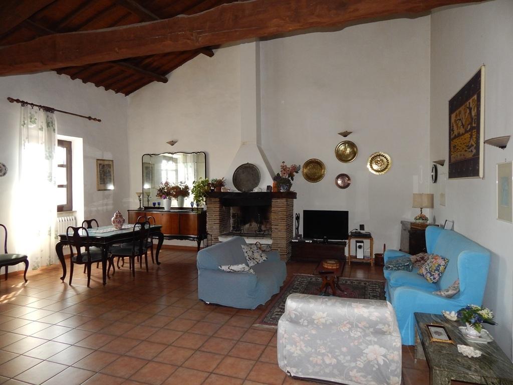 Appartamento in buone condizioni arredato in vendita Rif. 6615718