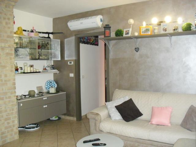 Appartamento in buone condizioni in vendita Rif. 9284776