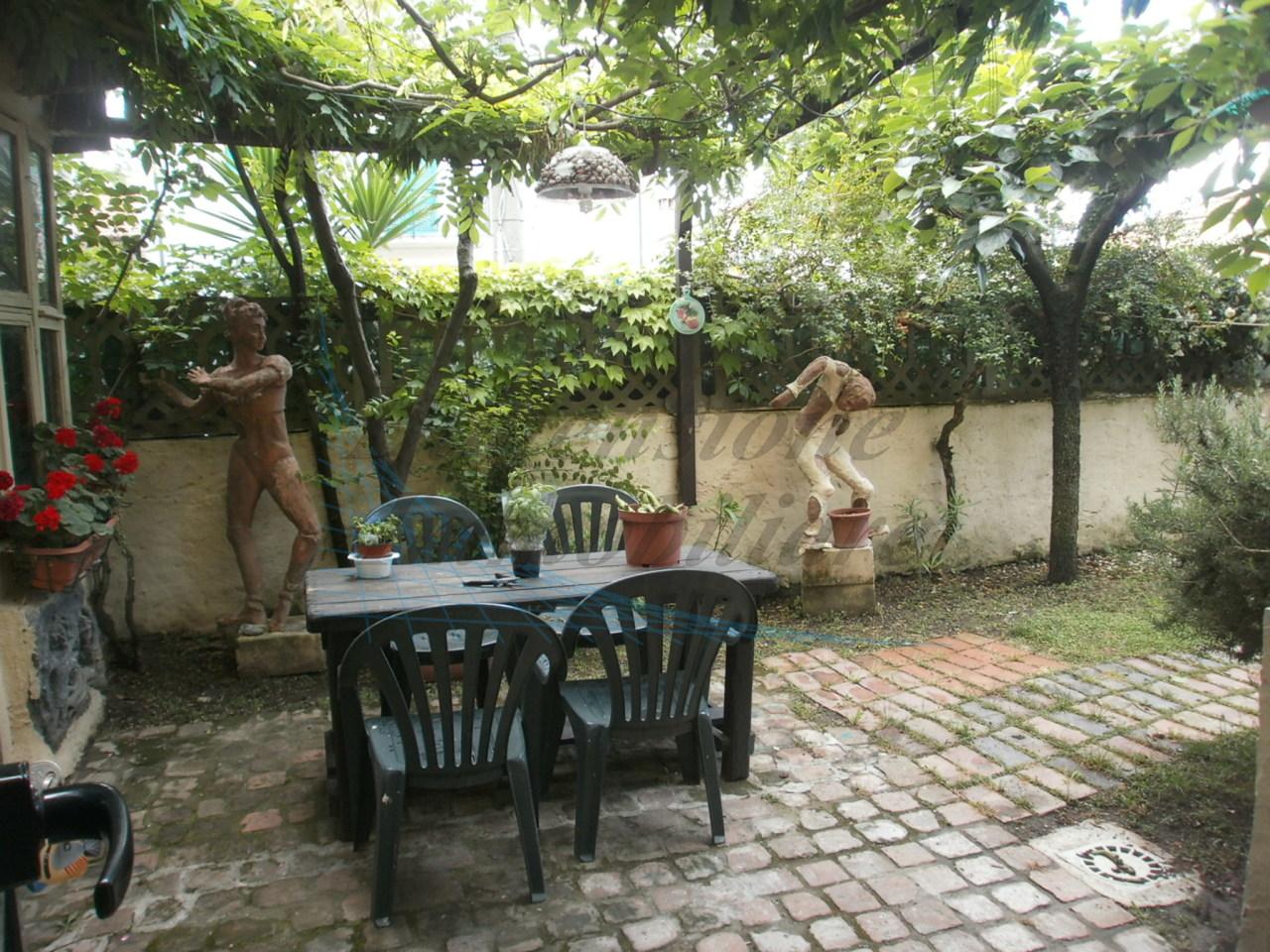 Appartamento in buone condizioni arredato in affitto Rif. 9707349
