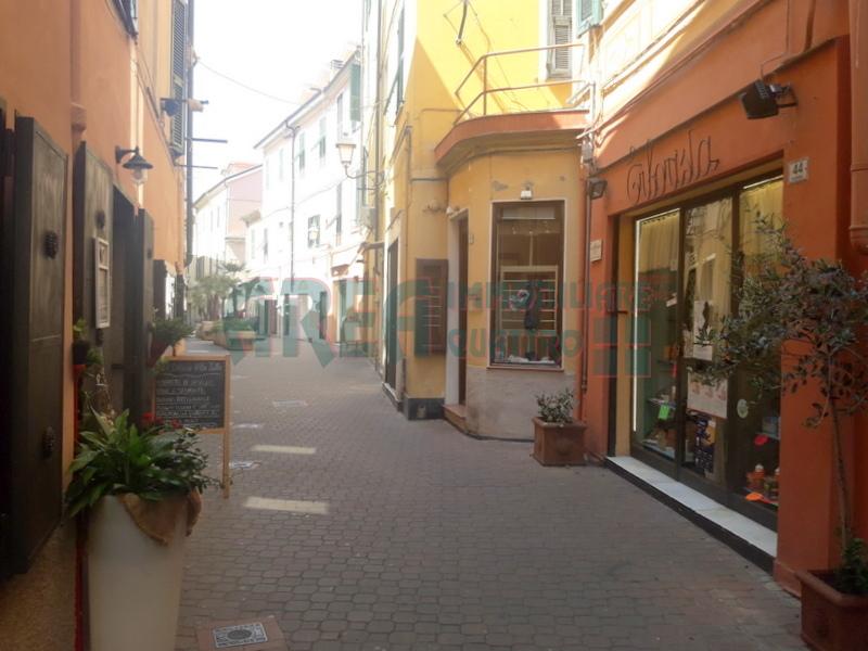 Locale commerciale - 2 Vetrine a Oneglia, Imperia