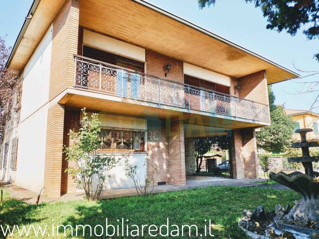 Villa da ristrutturare in vendita Rif. 8813613