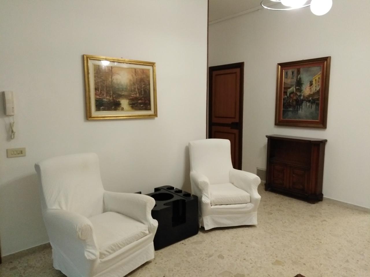 Quadrilocale in buone condizioni arredato in affitto Rif. 9670848