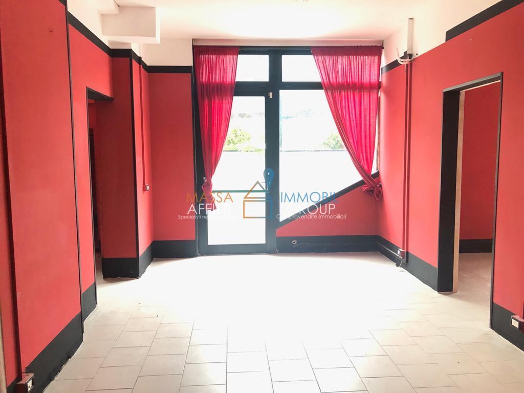 Capannone / Fondo - Magazzino a Montignoso Rif. 8878460