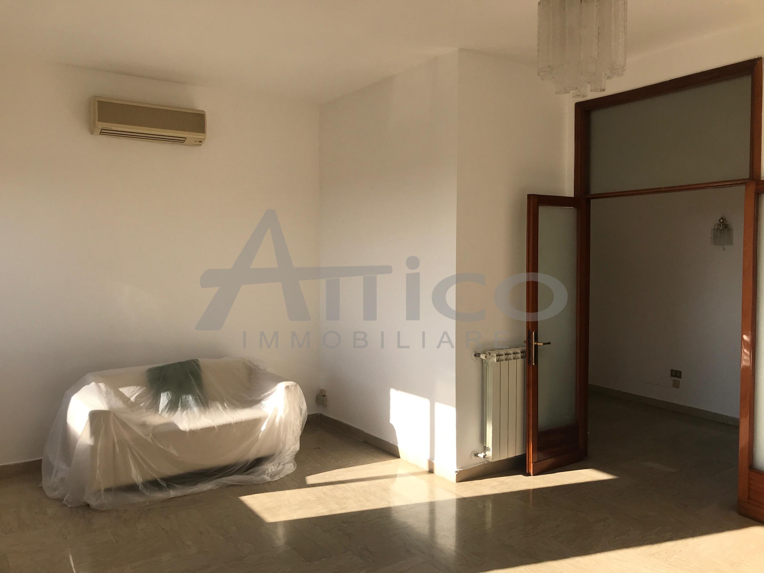 Armadio A Muro Rovigo.Codice A1400 Appartamento Trilocale Vendita A Rovigo Centro Citta