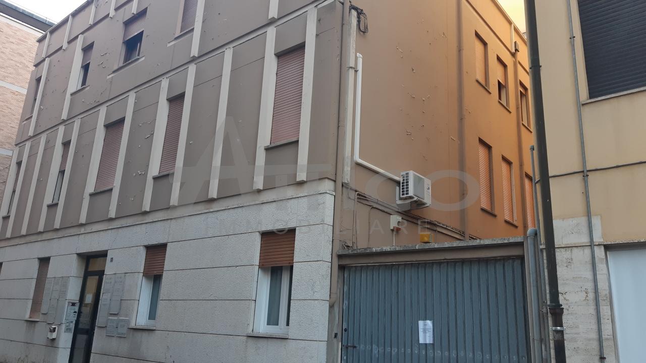 Ufficio / Studio in affitto a Rovigo, 4 locali, prezzo € 450 | CambioCasa.it