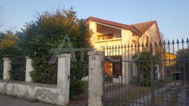 Villa in buone condizioni in vendita Rif. 4169397