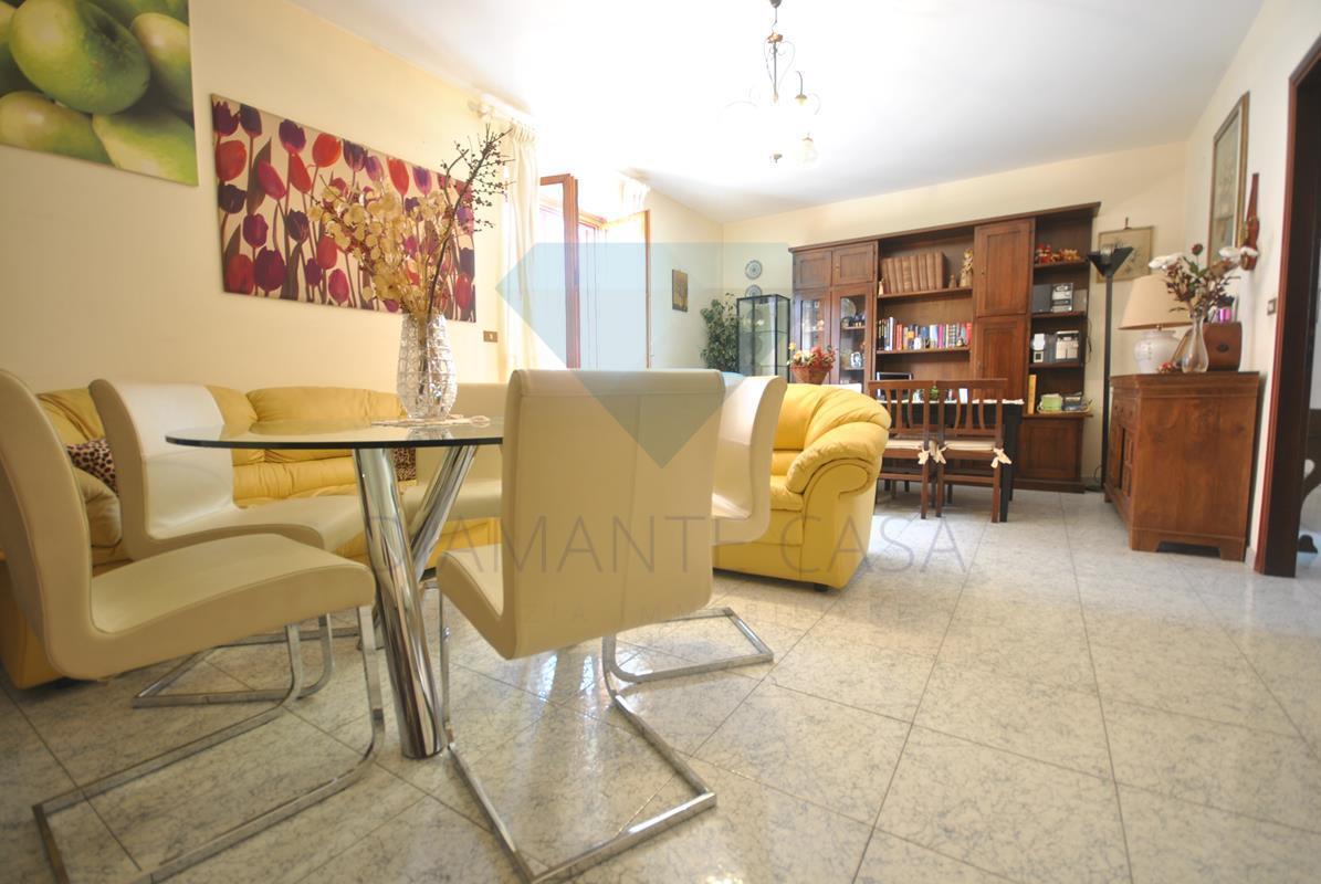 Appartamento in buone condizioni in vendita Rif. 6158154
