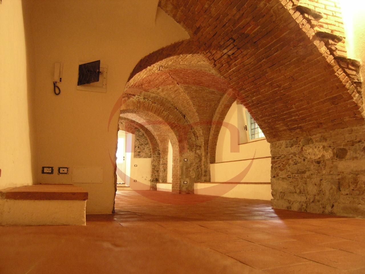 Negozio / Locale in vendita a Sarzana, 4 locali, prezzo € 168.000 | PortaleAgenzieImmobiliari.it