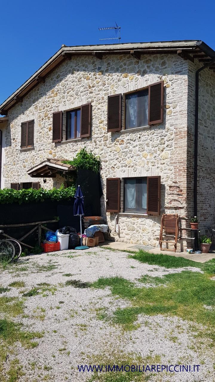 Semindipendente - Porzione di casa a Capanne, Perugia