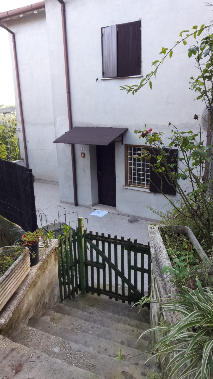 Trilocale in buone condizioni in affitto Rif. 11562991