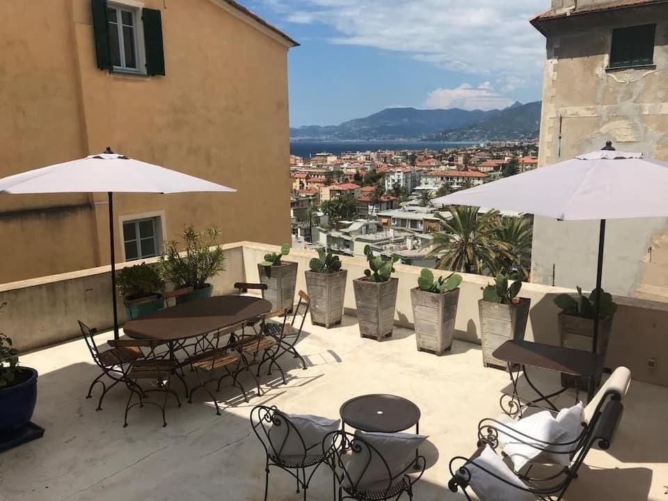 Appartamento in affitto a Bordighera, 8 locali, prezzo € 2.000 | PortaleAgenzieImmobiliari.it