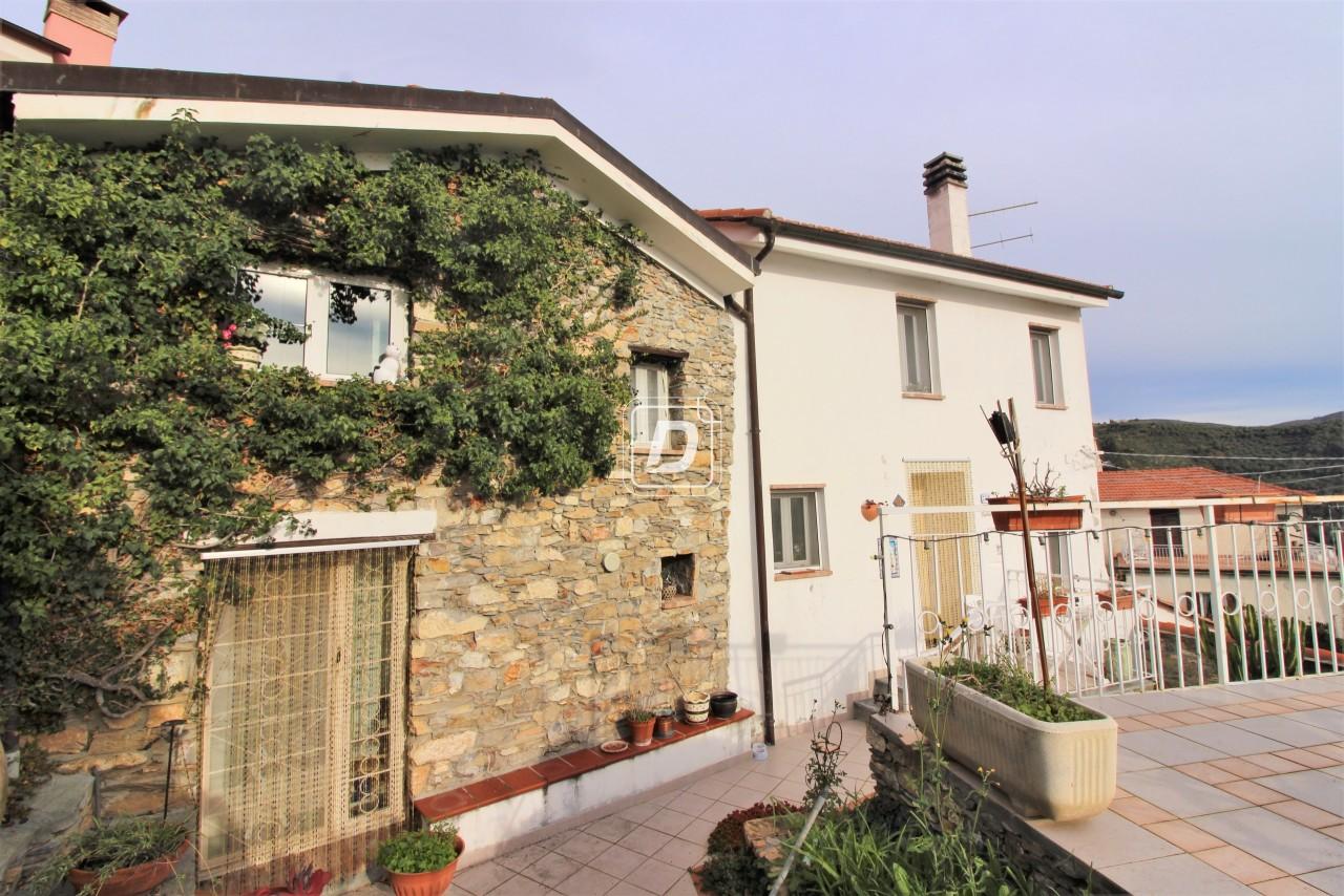 Rustico / Casale in vendita a Dolcedo, 4 locali, prezzo € 180.000 | PortaleAgenzieImmobiliari.it