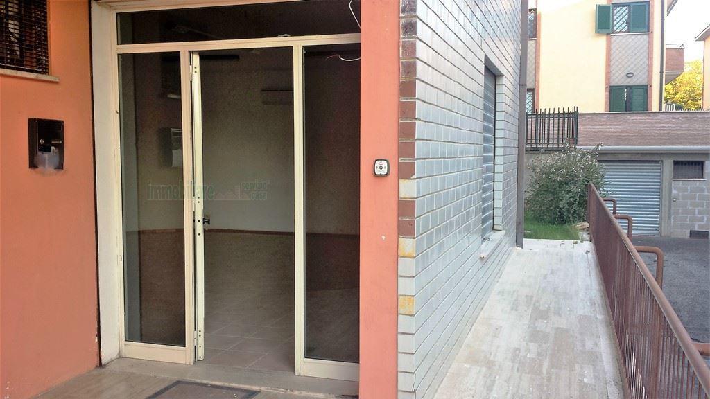 Locale commerciale - 1 Vetrina a Tivoli Rif. 11034217