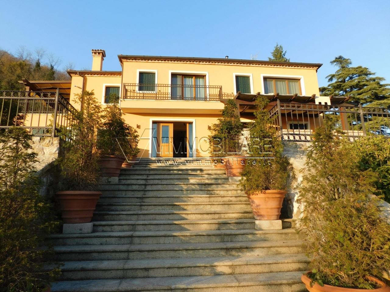 Villa in ottime condizioni arredato in vendita Rif. 11805440