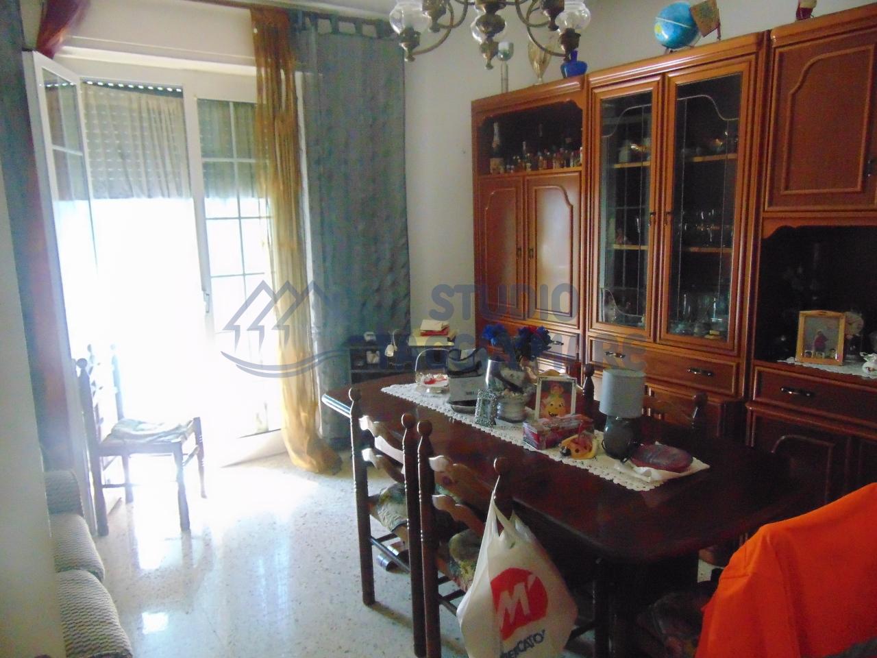 Appartamento in vendita a Taggia, 4 locali, prezzo € 125.000 | CambioCasa.it