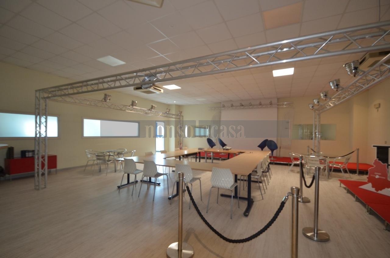 Capannone in affitto a Perugia, 5 locali, prezzo € 3.000 | CambioCasa.it