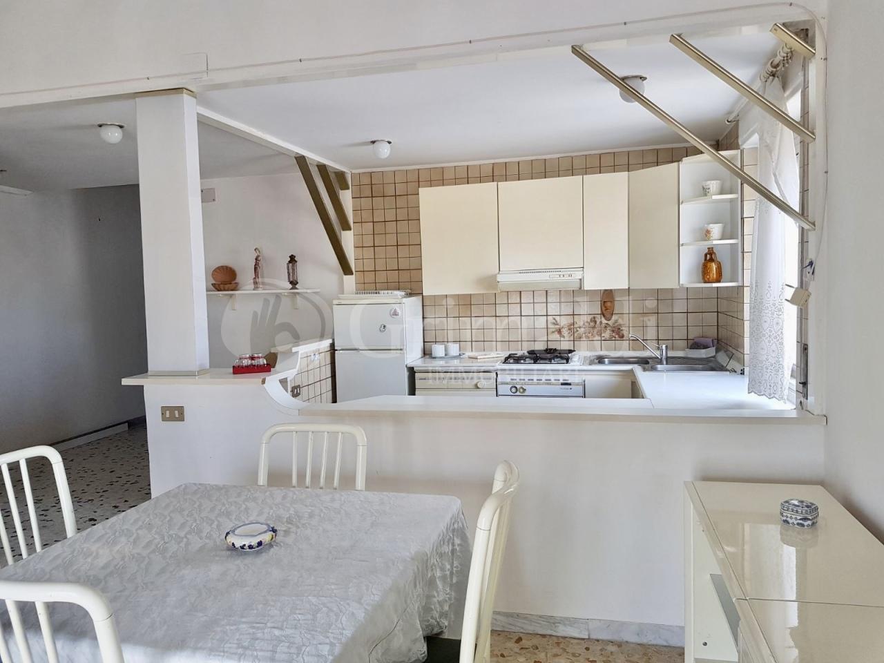 Appartamento in buone condizioni arredato in affitto Rif. 8884175