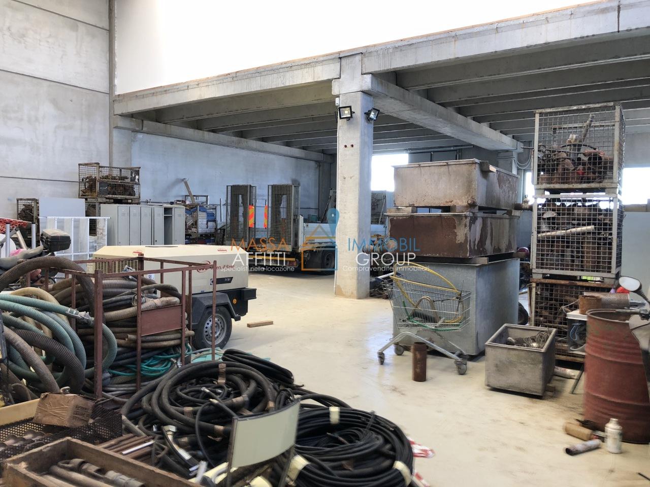 Capannone / Fondo - Industriale/Artigianale a Massa