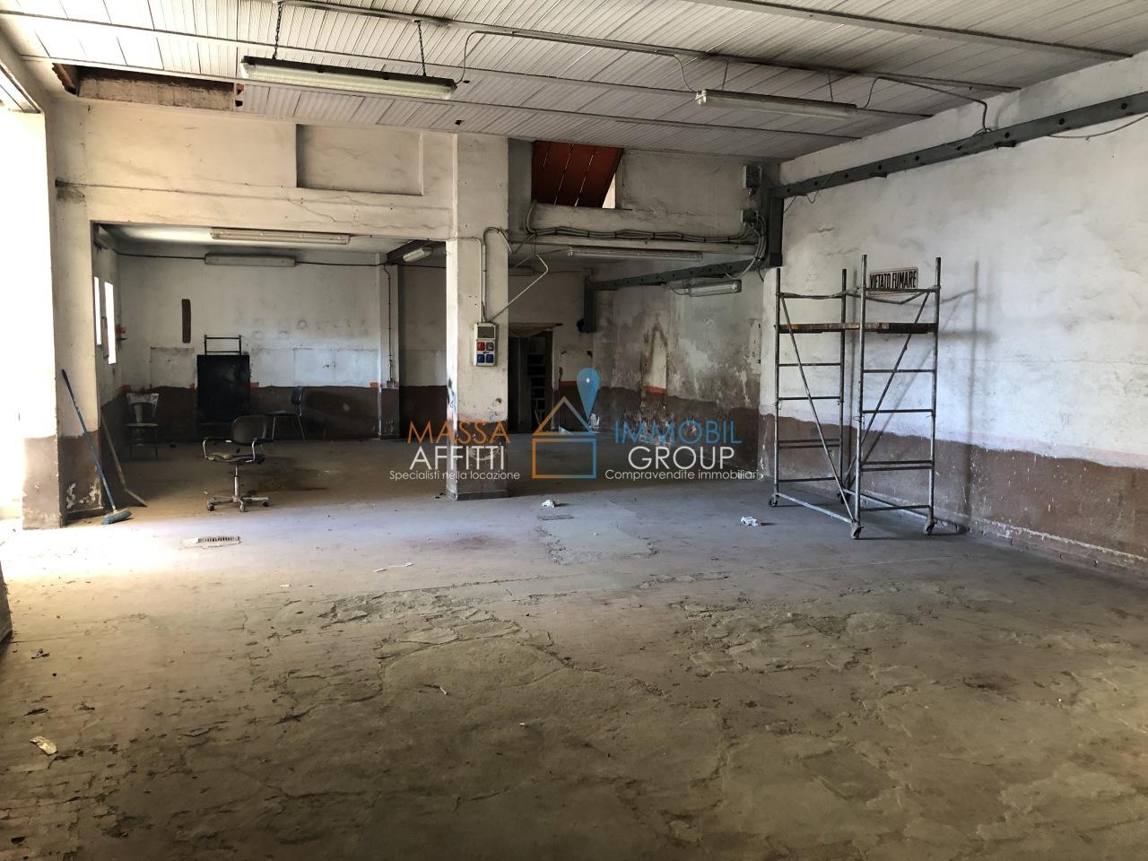 Capannone / Fondo - Industriale/Artigianale a Avenza, Carrara Rif. 8894003