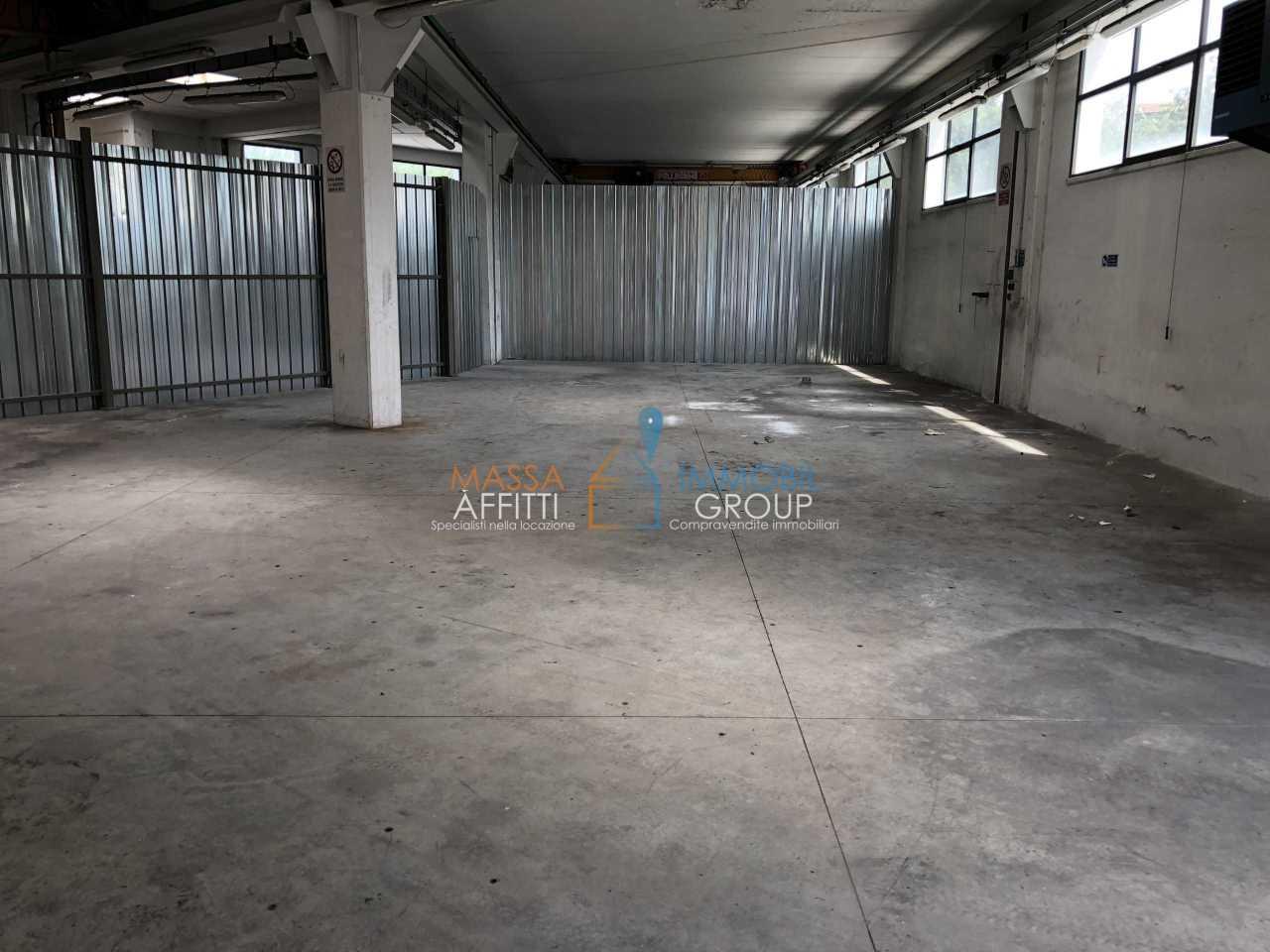 Capannone / Fondo - Industriale/Artigianale a Carrara Rif. 7105541