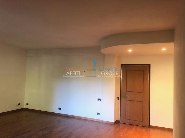 Pentalocale ristrutturato in affitto Rif. 8335758