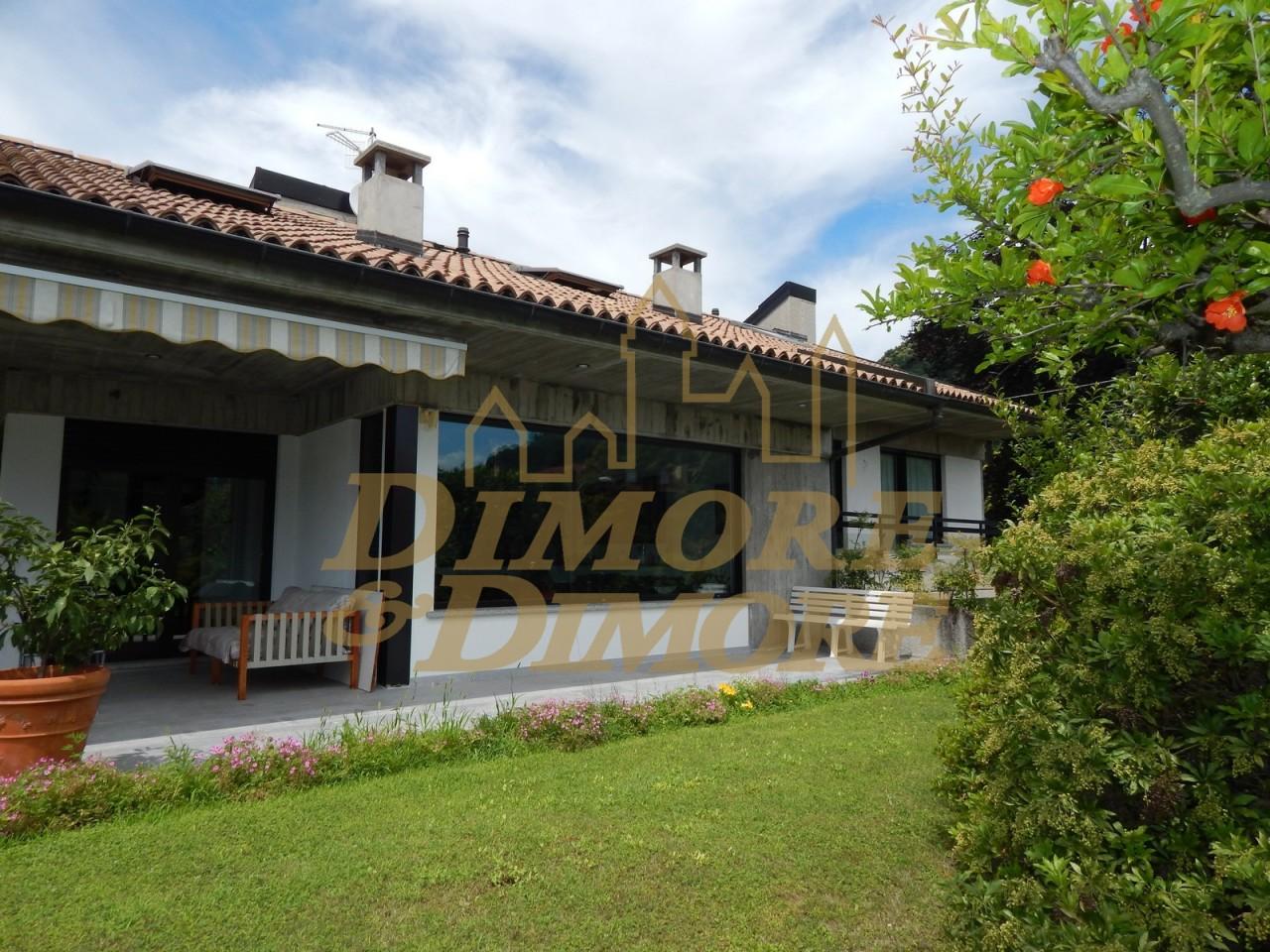 Villa in Vendita a Maccagno con Pino e Veddasca