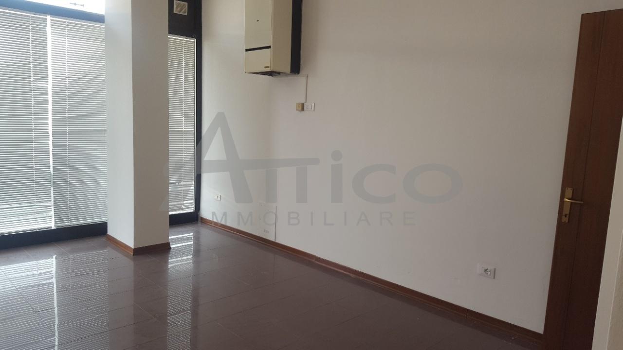 Locale commerciale - 1 Vetrina a San Pio X°, Rovigo Rif. 5507765