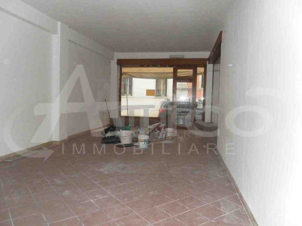 Locale commerciale - 2 Vetrine a Città, Rovigo Rif. 10085286