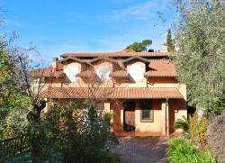 Casa Indipendente in Vendita a Imperia, 670'000€, 300 m², con Box
