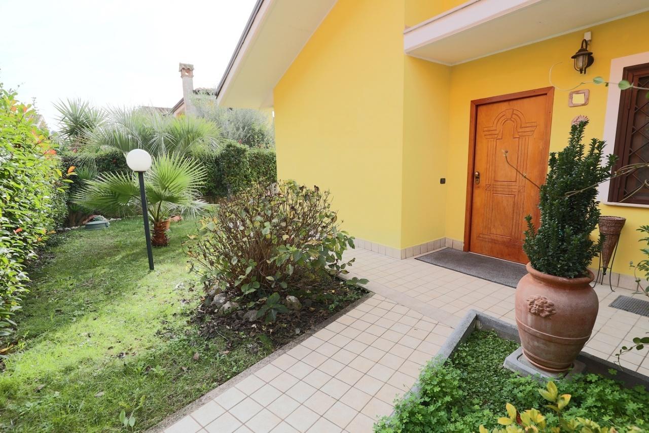 Villa in ottime condizioni in vendita Rif. 11674545