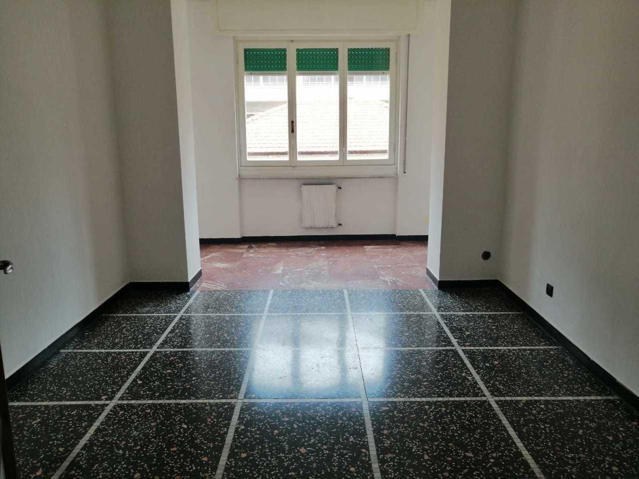 Appartamento in buone condizioni in vendita Rif. 9966336