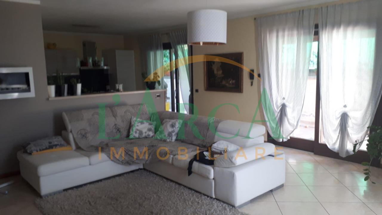 Villetta a schiera in buone condizioni in vendita Rif. 10689563