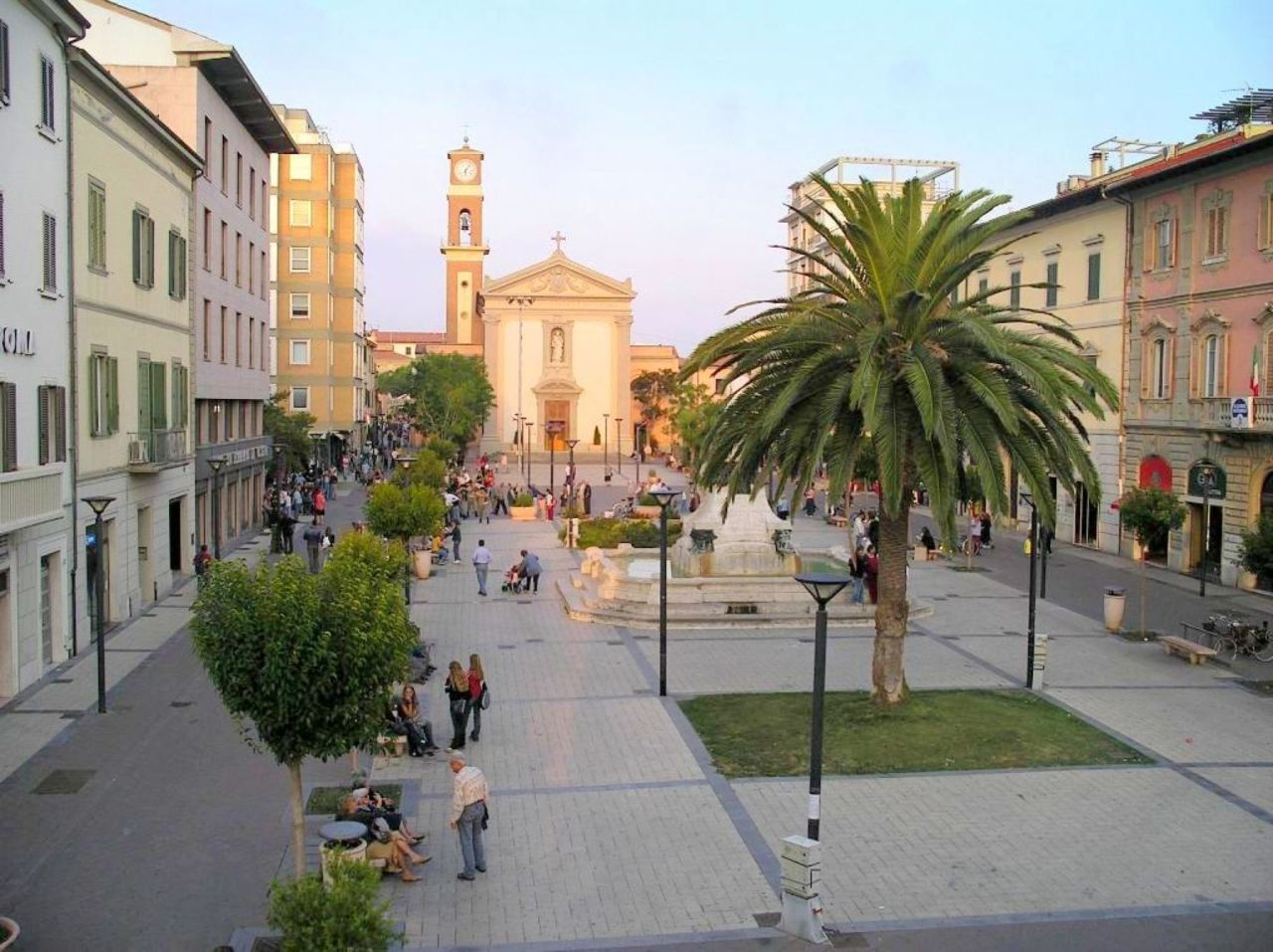 Locale commerciale - 2 Vetrine a Cecina Rif. 9950653