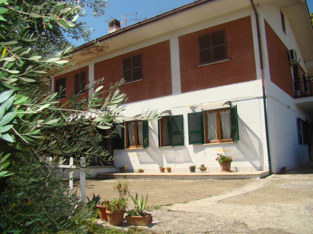 Appartamento in buone condizioni in vendita Rif. 11053001