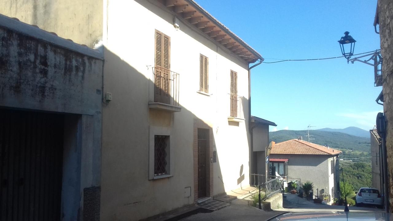 Appartamento in buone condizioni in vendita Rif. 11086164