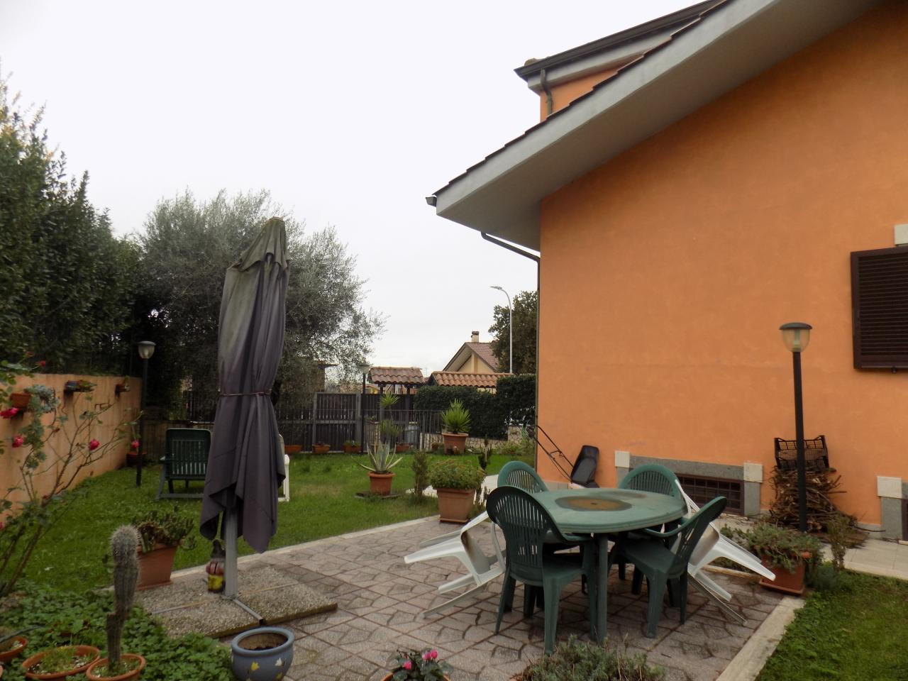 Villetta a schiera in buone condizioni in vendita Rif. 11563037
