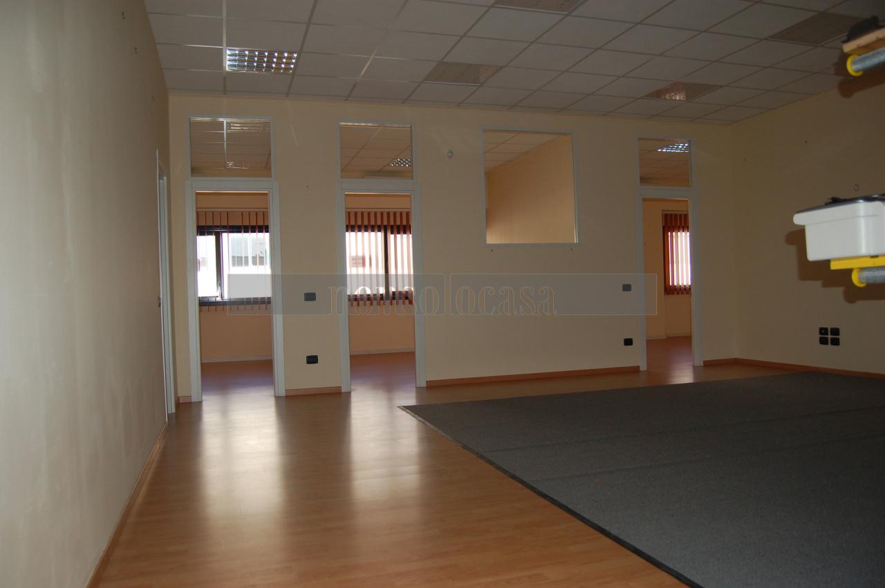 Ufficio / Studio in affitto a Perugia, 3 locali, prezzo € 1.000 | CambioCasa.it