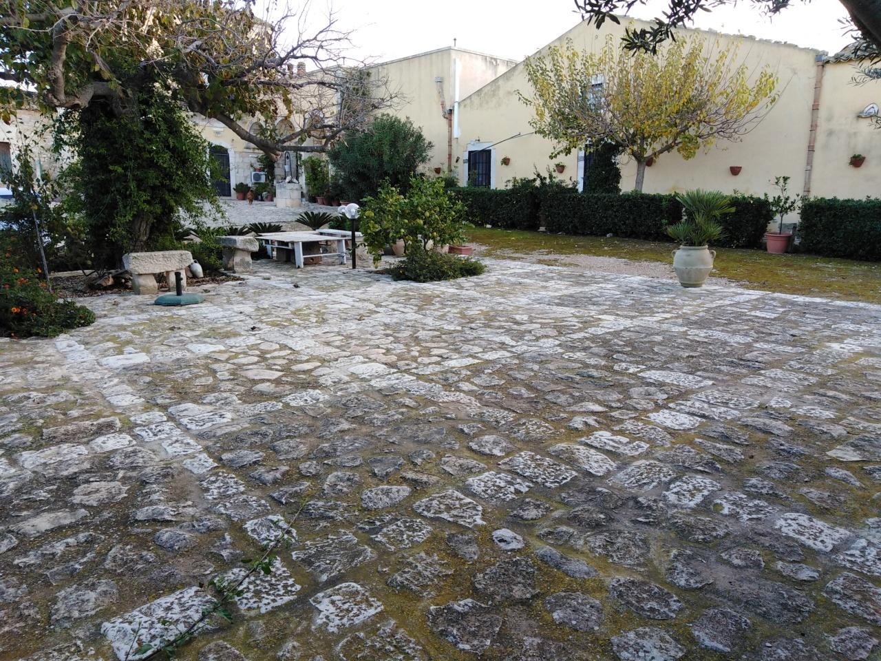 Casa Indipendente in ottime condizioni arredato in affitto Rif. 8844302